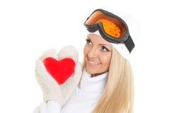 Jeune femme avec le coeur rouge dans des mains Photographie stock