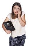 Jeune femme avec le comprimé cassé Photographie stock libre de droits