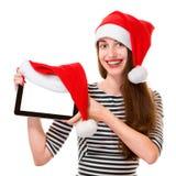 Jeune femme avec le comprimé numérique sur Noël Photographie stock libre de droits