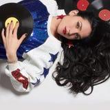 Jeune femme avec le disque de vinyle images stock