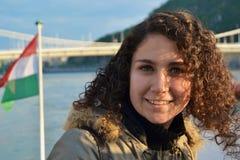 Jeune femme avec le drapeau hongrois Images stock