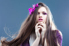 Jeune femme avec le long cheveu Photos stock