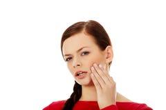Jeune femme avec le mal de dent Image stock