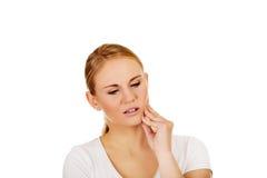 Jeune femme avec le mal de dent Photos libres de droits