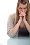Jeune femme avec le mal de tête Photographie stock libre de droits
