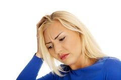 Jeune femme avec le mal de tête Photos libres de droits