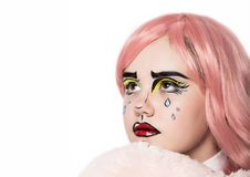 Jeune femme avec le maquillage comique professionnel d'art de bruit Maquillage de bande dessinée drôle ou de présentation horizon photographie stock