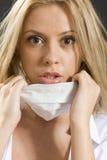 Jeune femme avec le masque médical Photos stock
