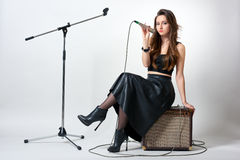 Jeune femme avec le microphone Image libre de droits