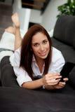 Jeune femme avec le mobile Photo libre de droits