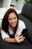 Jeune femme avec le mobile Images libres de droits