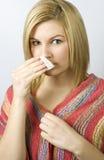 Jeune femme avec le mouchoir et l'écharpe images libres de droits