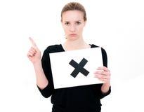 Jeune femme avec le NO. de panneau Photos libres de droits