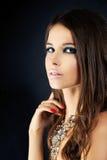 Jeune femme avec le renivellement photographie stock libre de droits