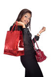 Jeune femme avec le sac à provisions rouge Photos stock