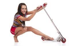 Jeune femme avec le scoote Images stock