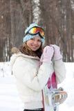 Jeune femme avec le snowboard Images stock