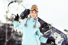 Jeune femme avec le snowboard Photographie stock