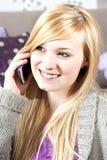 Jeune femme avec le téléphone Photo stock