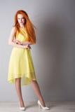 Jeune femme avec les cheveux rouges photos libres de droits