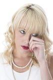 Jeune femme avec pleurer endolori de yeux photographie stock
