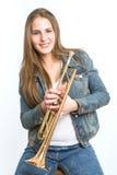 Jeune femme avec sa trompette photographie stock