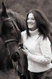 Jeune femme avec un cheval Photo stock