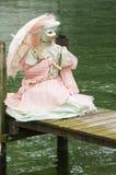 Jeune femme avec un costume vénitien Images stock