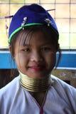 Jeune femme birmanne de girafe Images stock