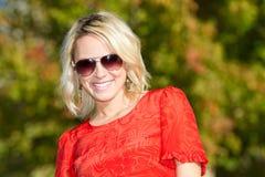 Jeune femme blond en nature Photographie stock