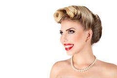 Jeune femme blonde avec le rétro renivellement Image libre de droits