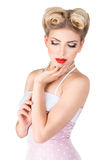Jeune femme blonde avec le rétro renivellement Photo stock