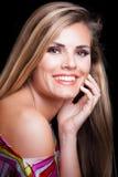 Jeune femme blonde avec le tir blanc parfait de studio de sourire Photo stock