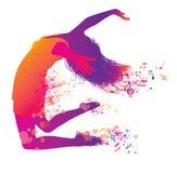 Jeune femme branchante et de danse active. Image libre de droits