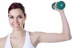 Jeune femme caucasien faisant des exercices de forme physique photo stock
