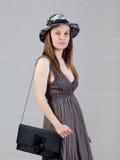 Jeune femme caucasienne posant dans le studio Image stock
