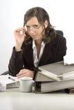 Jeune femme d'affaires à l'appareil de bureau image libre de droits