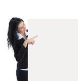 Jeune femme d'affaires affichant le panneau indicateur blanc Photographie stock