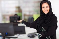 Présentation Arabe de femme d'affaires Images libres de droits
