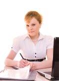 Jeune femme d'affaires avec le document et le cahier Photographie stock libre de droits