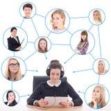 Jeune femme d'affaires avec le PC de comprimé et ses amis ou clients Photos libres de droits