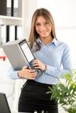 Jeune femme d'affaires With Binder Photos stock