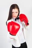 Jeune femme d'affaires dans des gants de boxe Images libres de droits