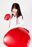 Jeune femme d'affaires dans des gants de boxe Photographie stock libre de droits