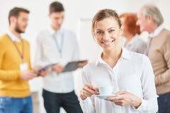 Jeune femme d'affaires dans la pause-café image libre de droits