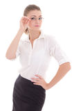 Jeune femme d'affaires dans la pose en verre d'oeil d'isolement sur le blanc Photos libres de droits