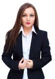 Jeune femme d'affaires dans le costume noir, d'isolement au-dessus du blanc Image stock