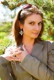 Jeune femme d'affaires dans un environnement naturel Photo libre de droits