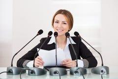 Femme d'affaires dans la conférence Photos stock