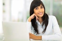 Jeune femme d'affaires indienne Photo stock